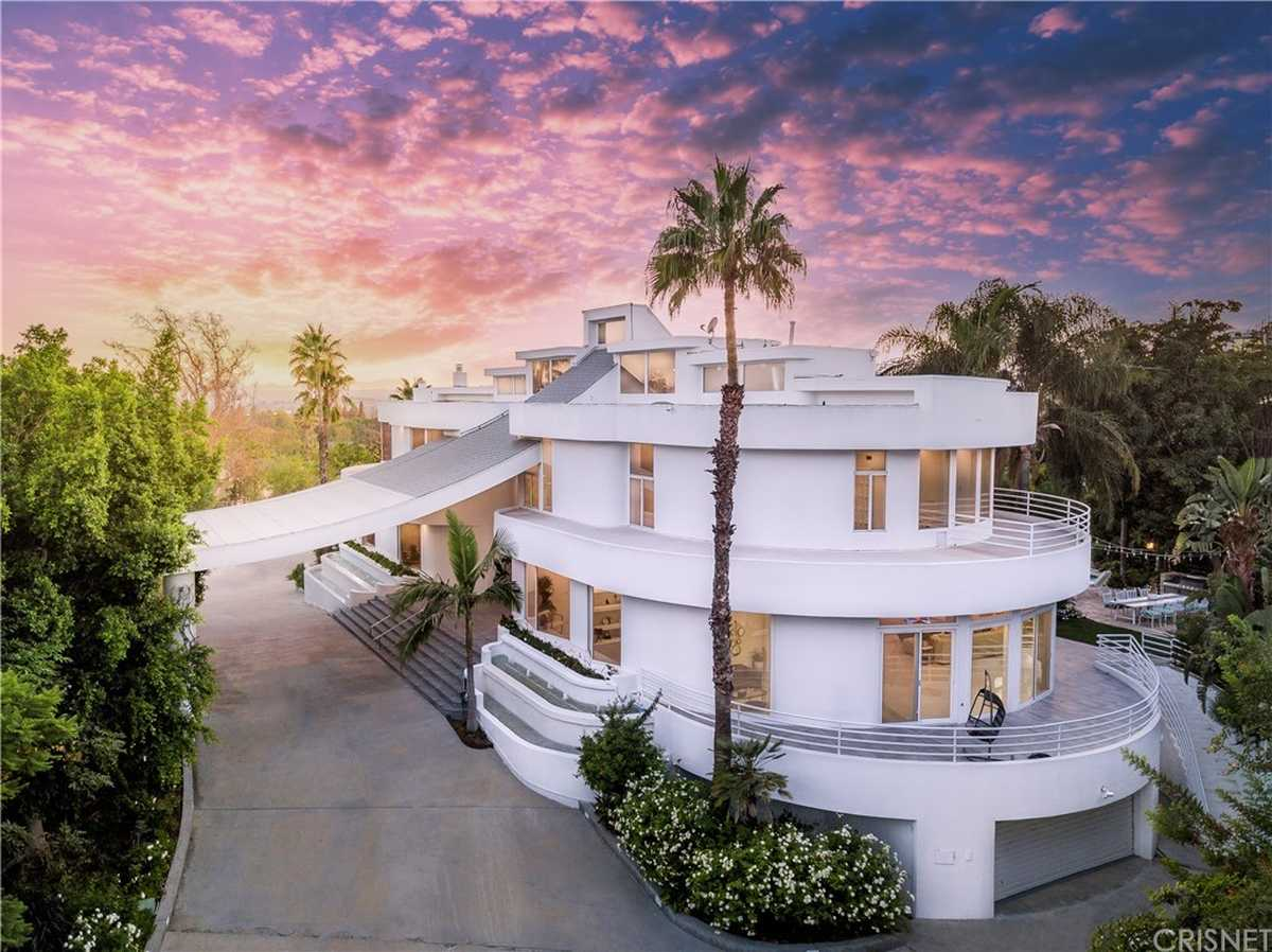 $5,995,000 - 8Br/10Ba -  for Sale in Chatsworth