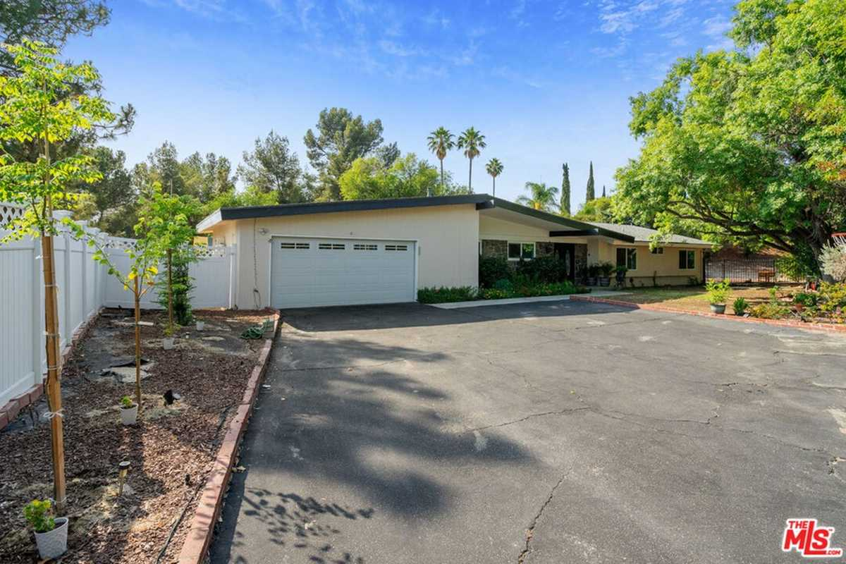 $1,599,500 - 4Br/3Ba -  for Sale in Granada Hills