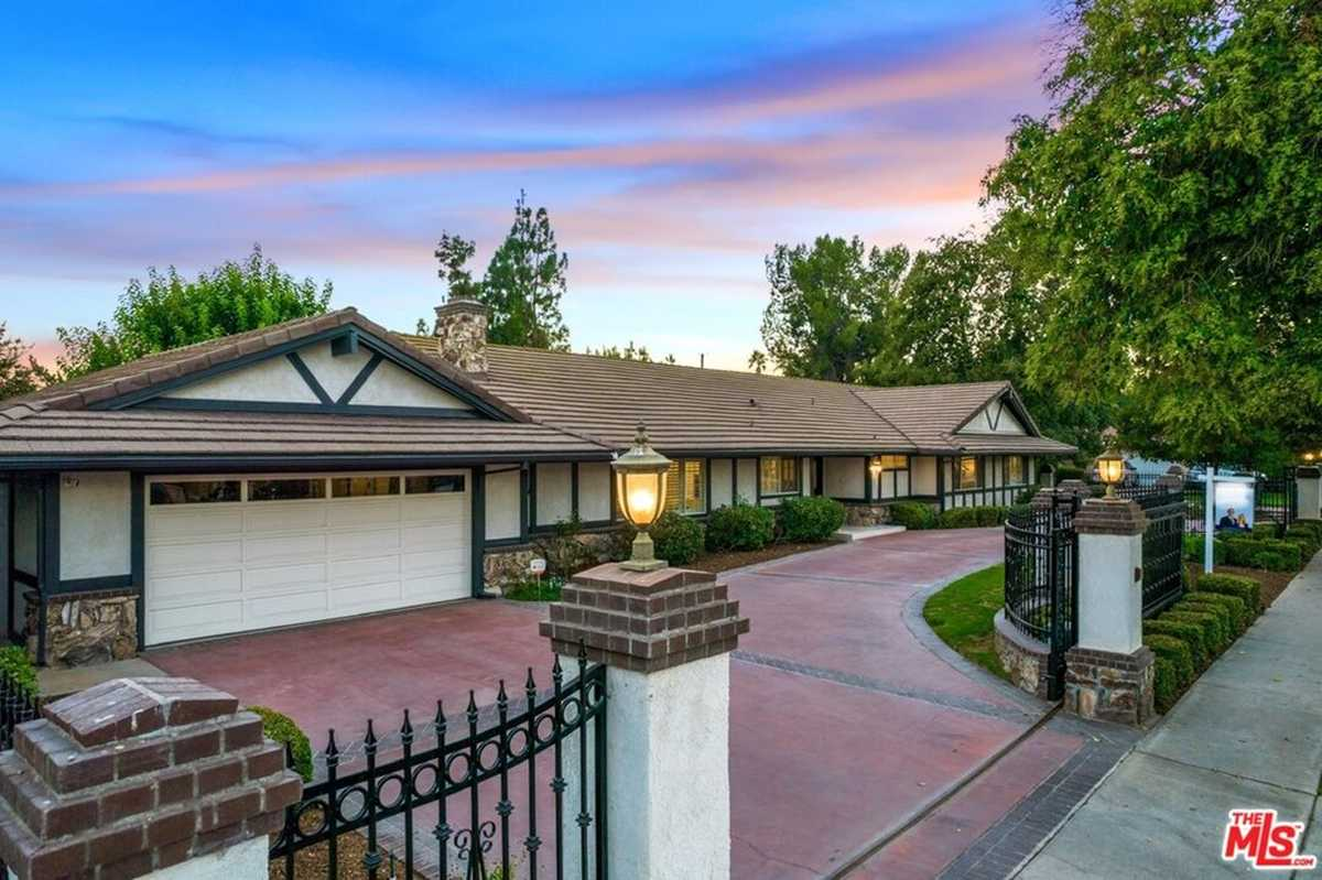 $1,335,000 - 4Br/3Ba -  for Sale in Sherwood Forest