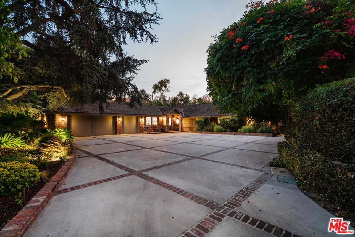 $4,495,000 - 6Br/5Ba -  for Sale in Toluca Lake