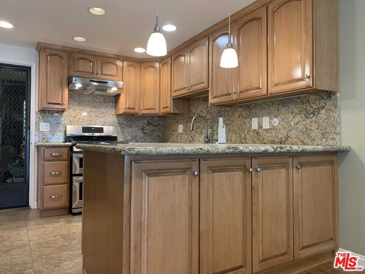 $649,500 - 2Br/3Ba -  for Sale in Torrance
