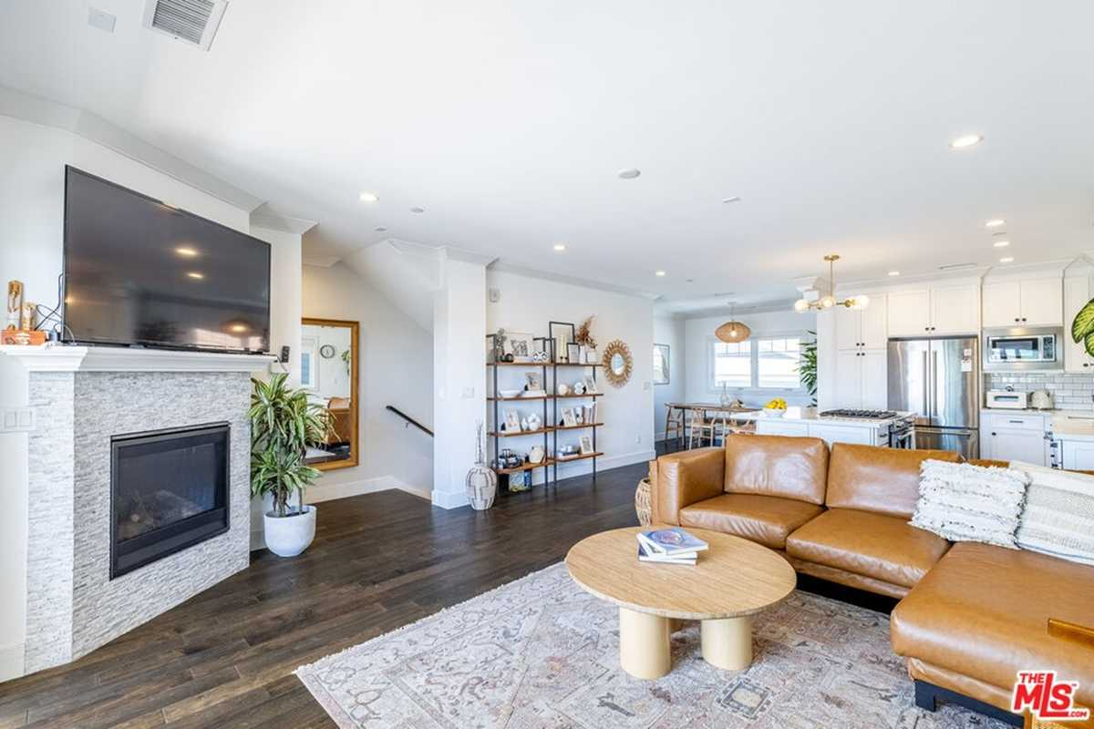 $949,000 - 3Br/4Ba -  for Sale in Torrance