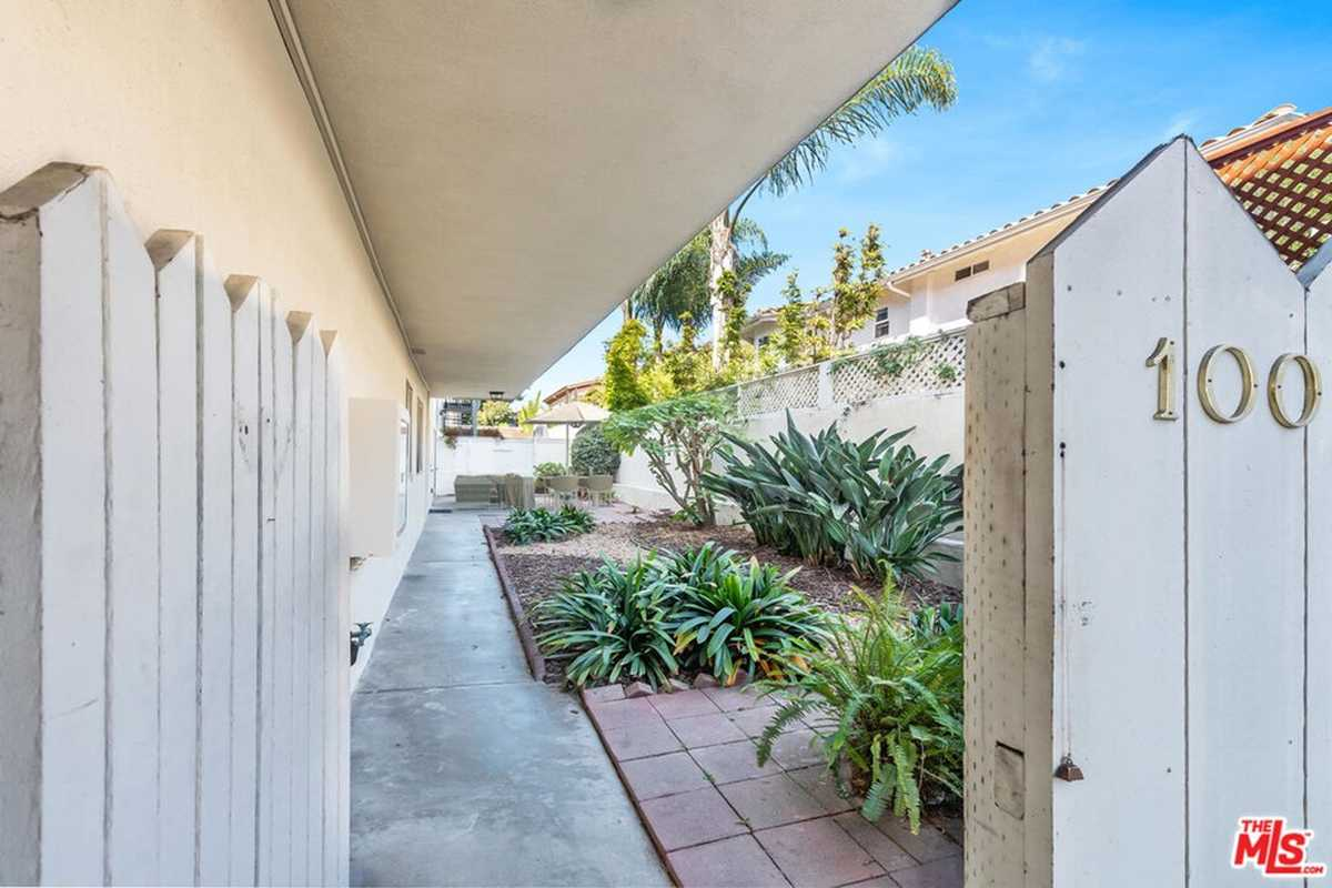 $699,000 - 1Br/1Ba -  for Sale in Redondo Beach