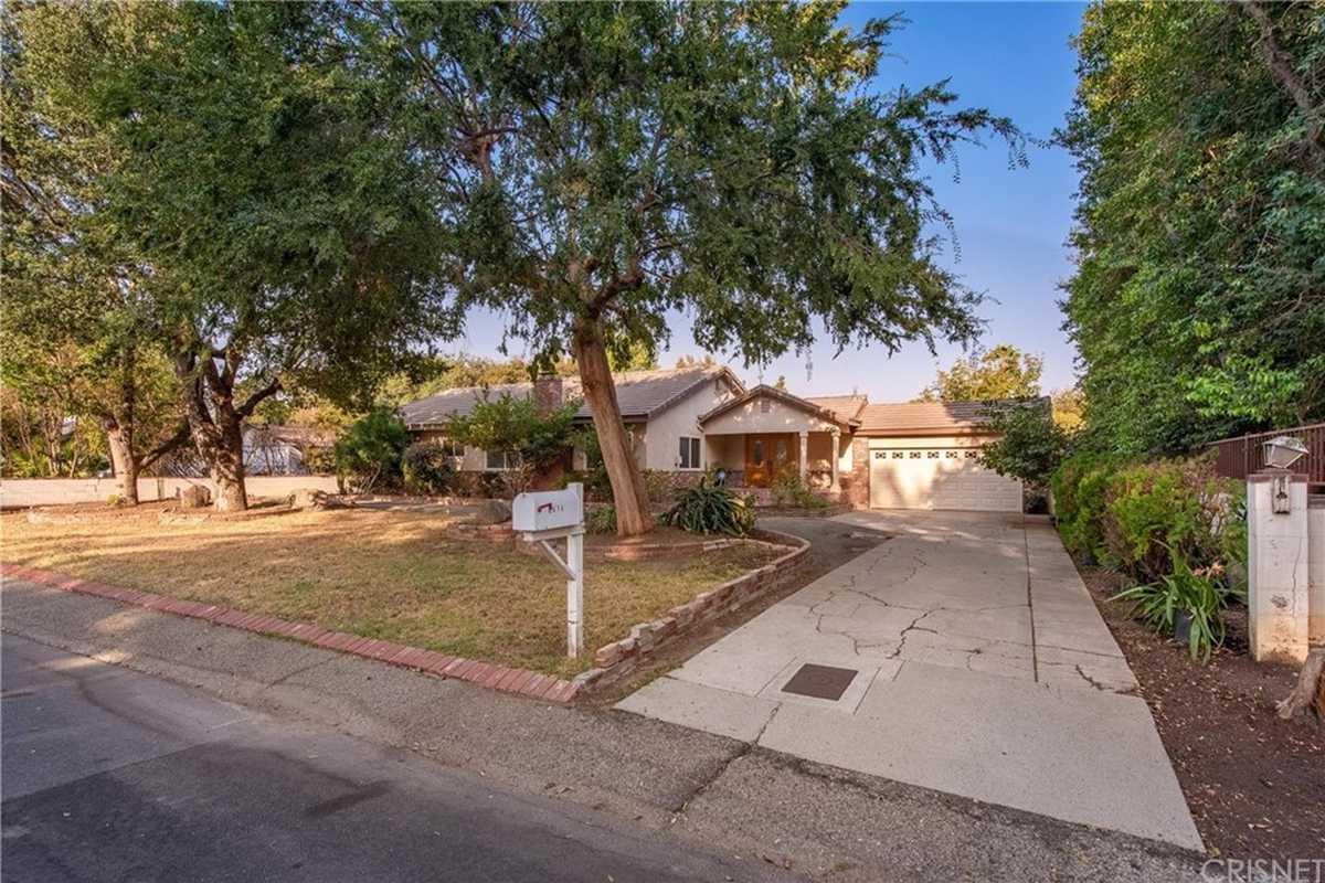 $1,250,000 - 5Br/3Ba -  for Sale in Northridge