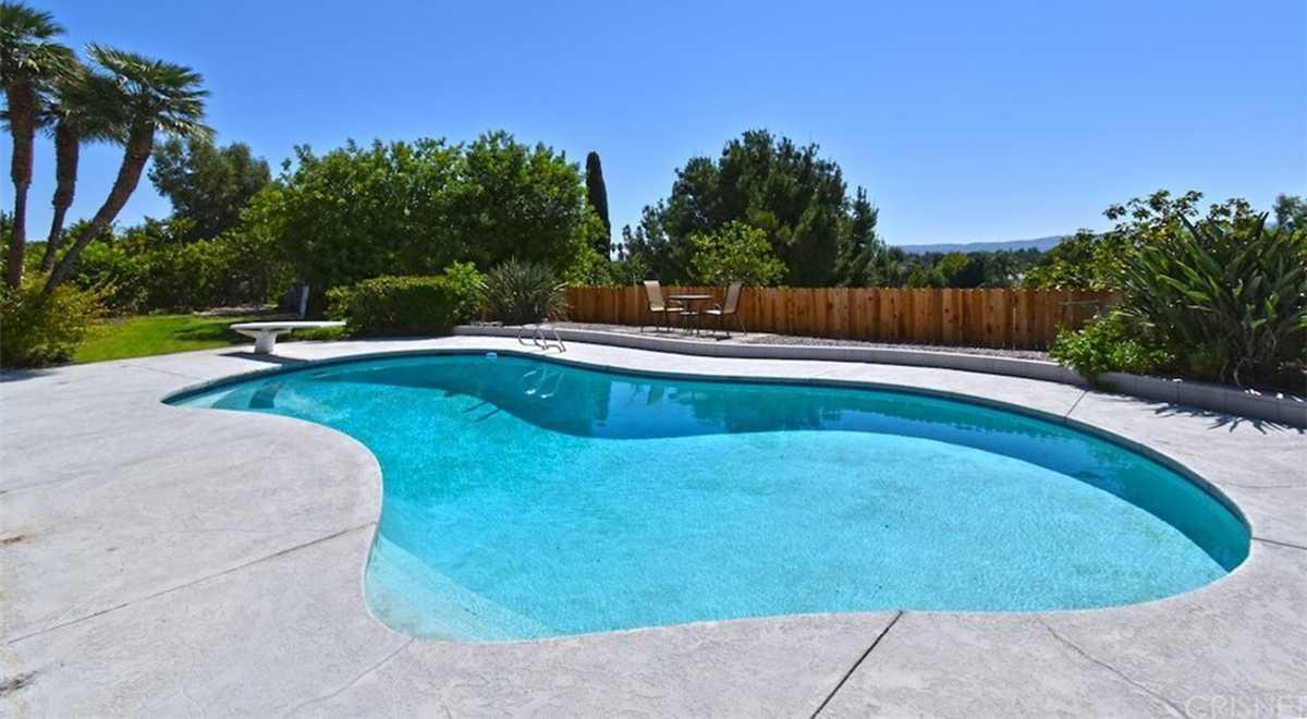$1,250,000 - 4Br/3Ba -  for Sale in Northridge
