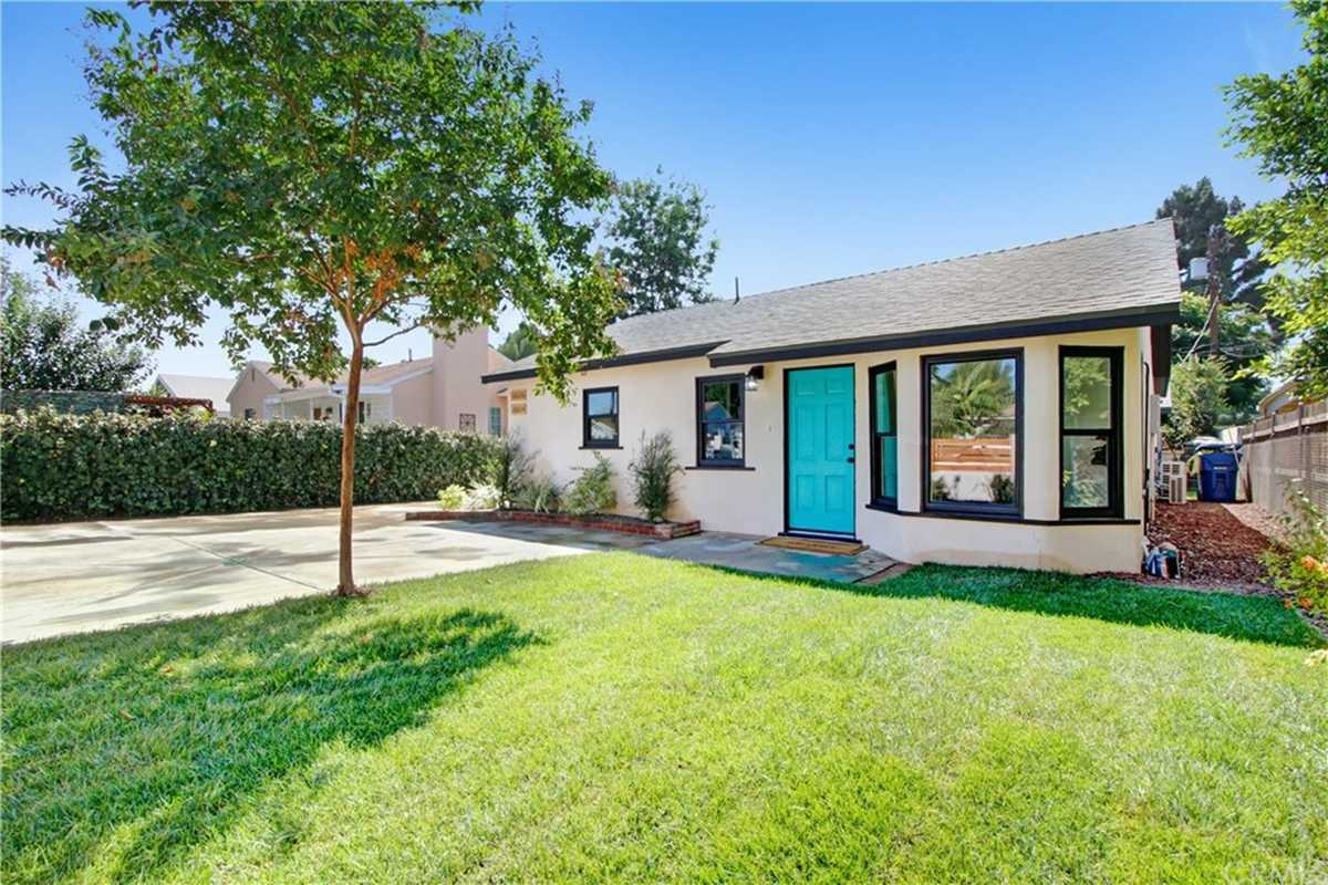 $989,000 - 5Br/5Ba -  for Sale in Lake Balboa