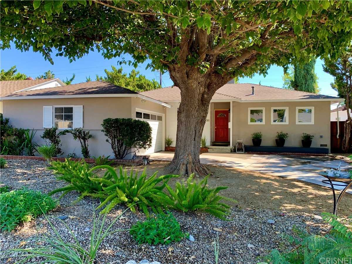 $979,000 - 3Br/2Ba -  for Sale in Lake Balboa