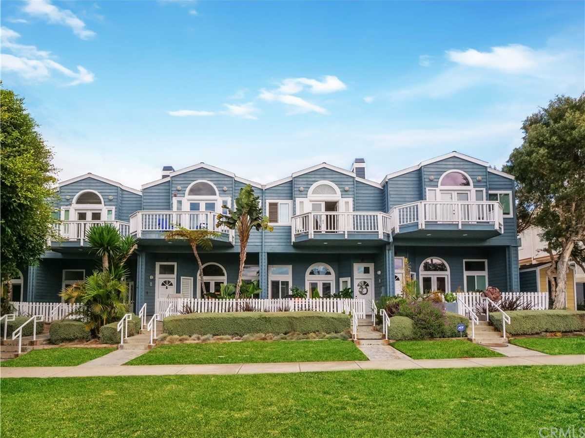 $1,400,000 - 3Br/3Ba -  for Sale in Redondo Beach