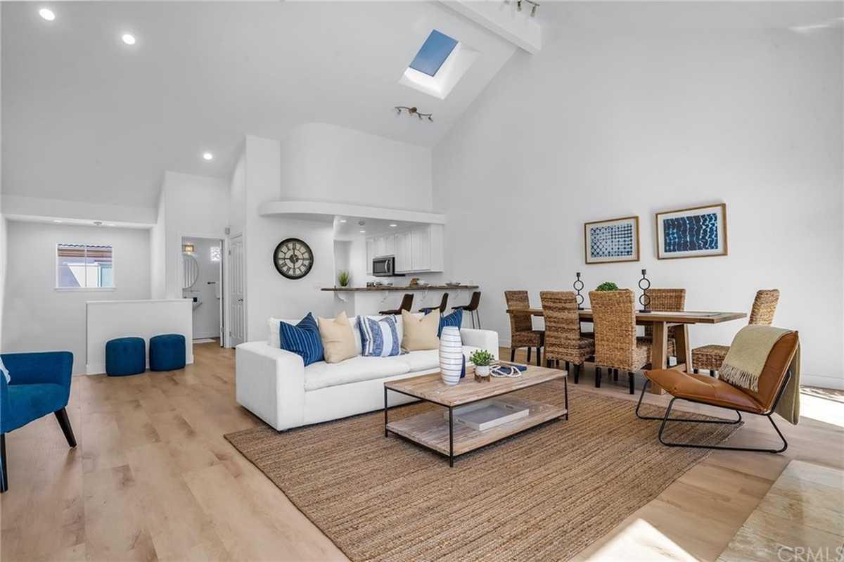 $1,425,000 - 3Br/4Ba -  for Sale in Redondo Beach