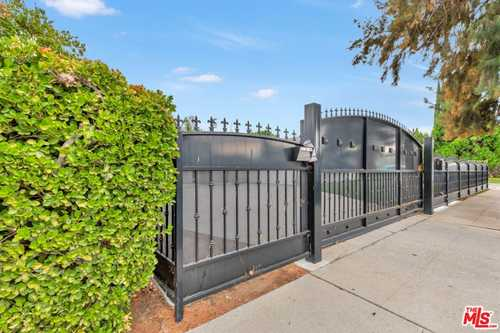 $1,189,000 - 4Br/3Ba -  for Sale in Woodland Hills