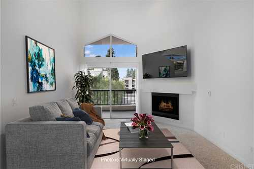 $425,000 - 1Br/1Ba -  for Sale in Woodland Hills