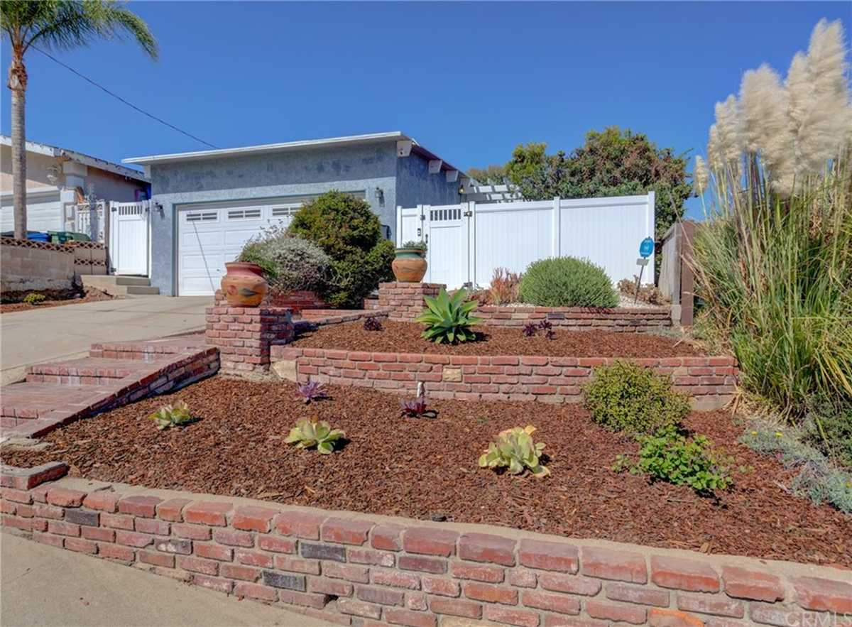 $899,000 - 3Br/2Ba -  for Sale in Hawthorne