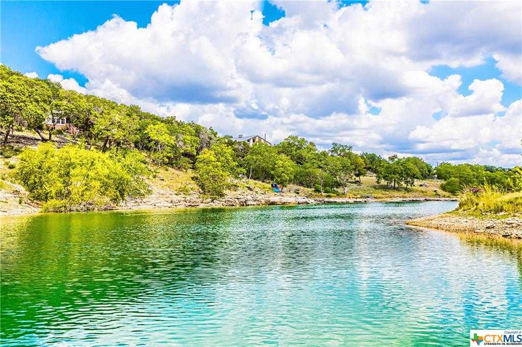 $584,900 - 4Br/3Ba -  for Sale in Canyon Lake