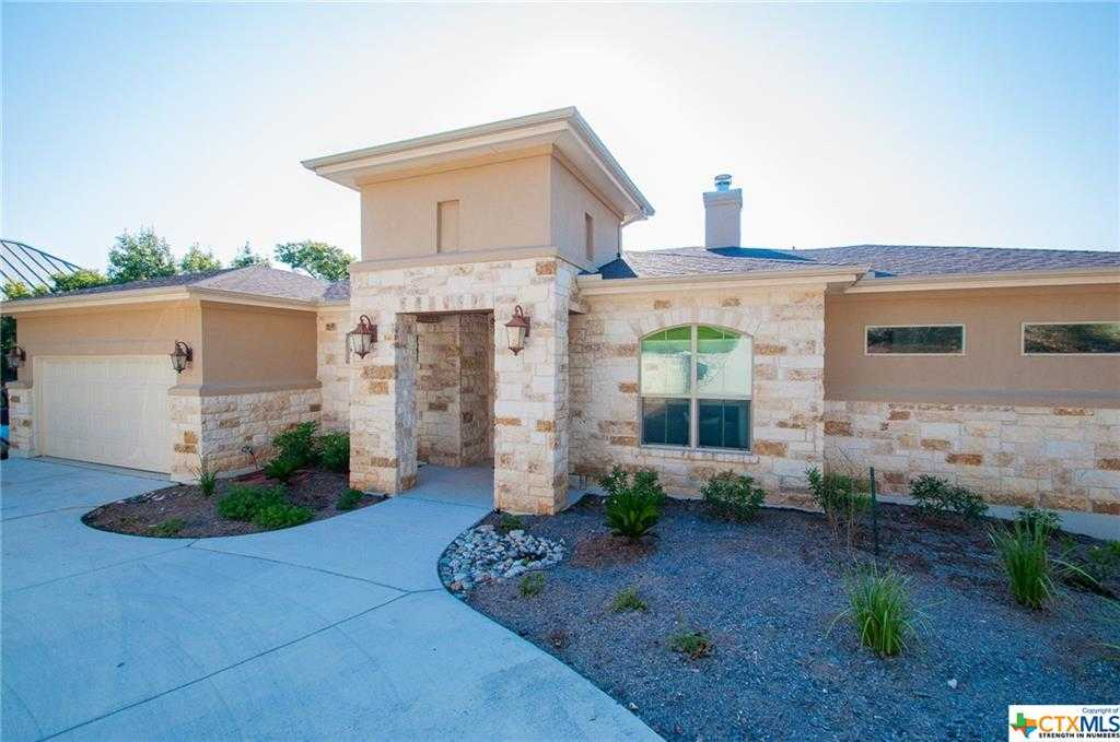 $750,000 - 4Br/3Ba -  for Sale in Canyon Lake