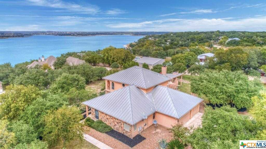 $575,000 - 4Br/3Ba -  for Sale in Canyon Lake