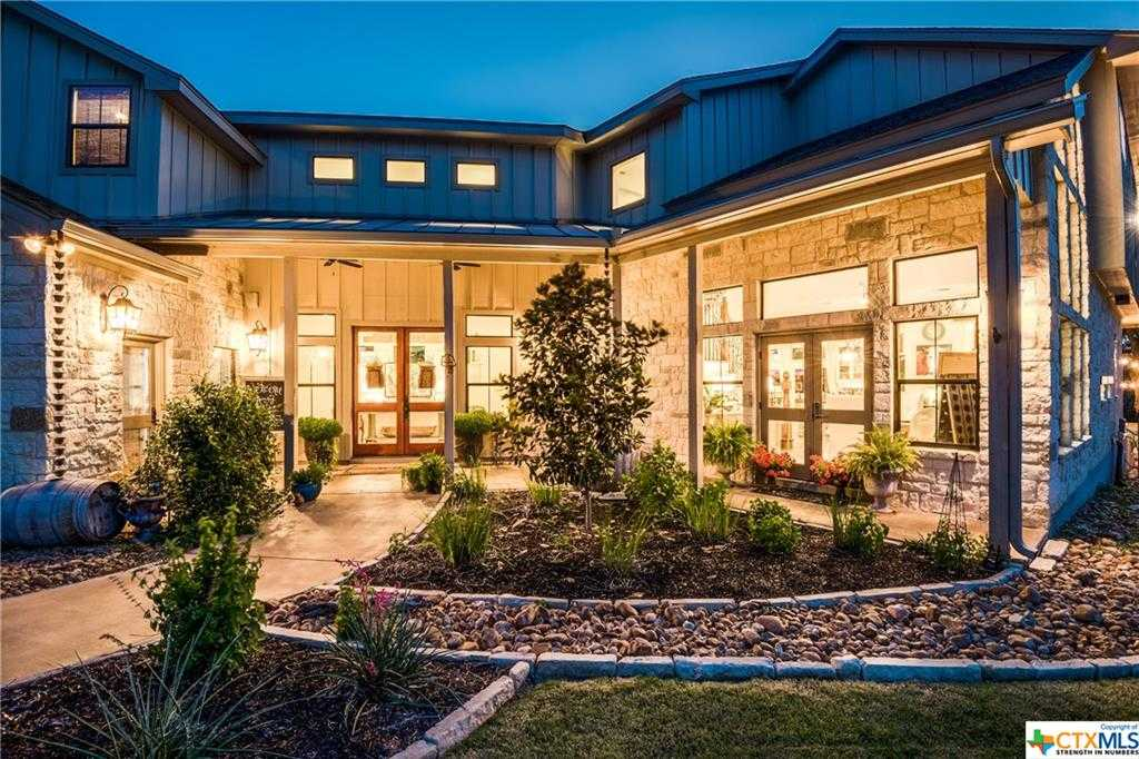 $719,900 - 3Br/4Ba -  for Sale in Canyon Lake