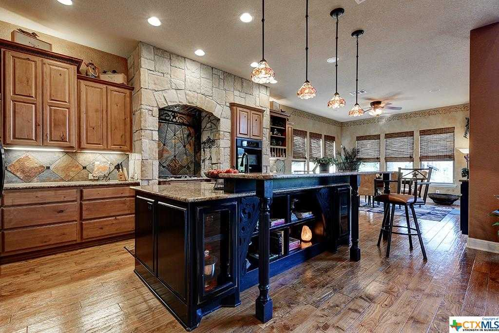 $650,000 - 4Br/5Ba -  for Sale in Canyon Lake
