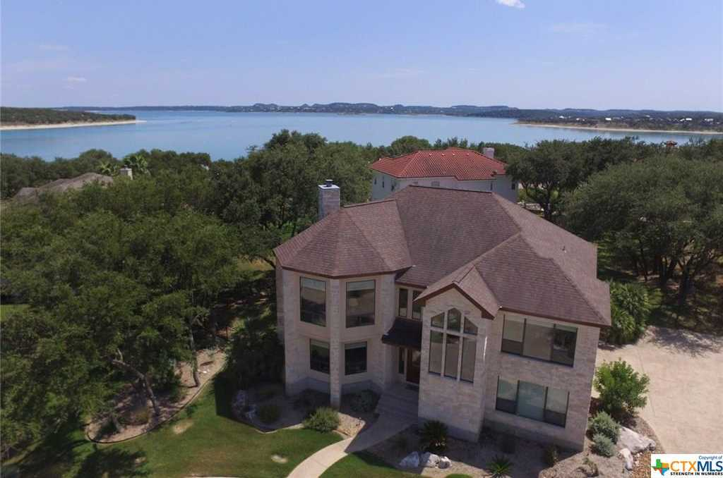 $539,000 - 4Br/3Ba -  for Sale in Kings Point, Canyon Lake