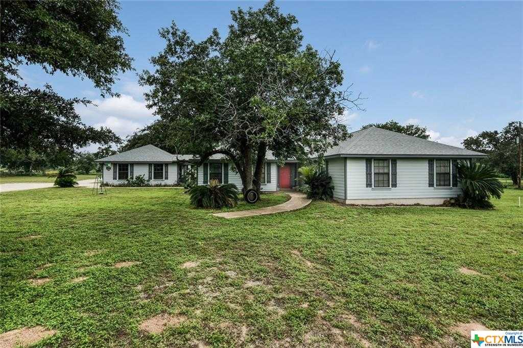 $409,900 - 4Br/2Ba -  for Sale in Arrowhead Sub, Floresville