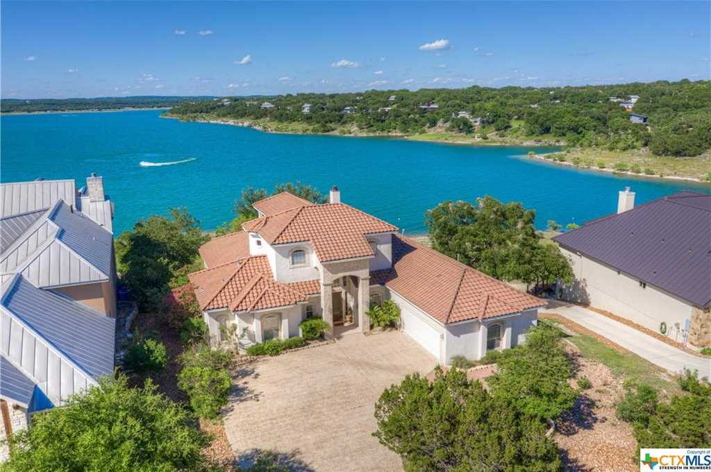 $1,095,000 - 4Br/5Ba -  for Sale in Oak Shores Estates, Canyon Lake