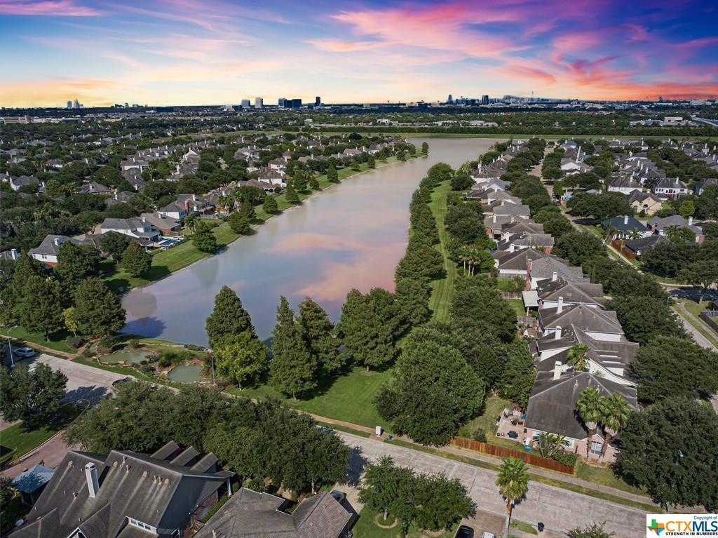 $384,000 - 6Br/4Ba -  for Sale in Shadowlake, Houston