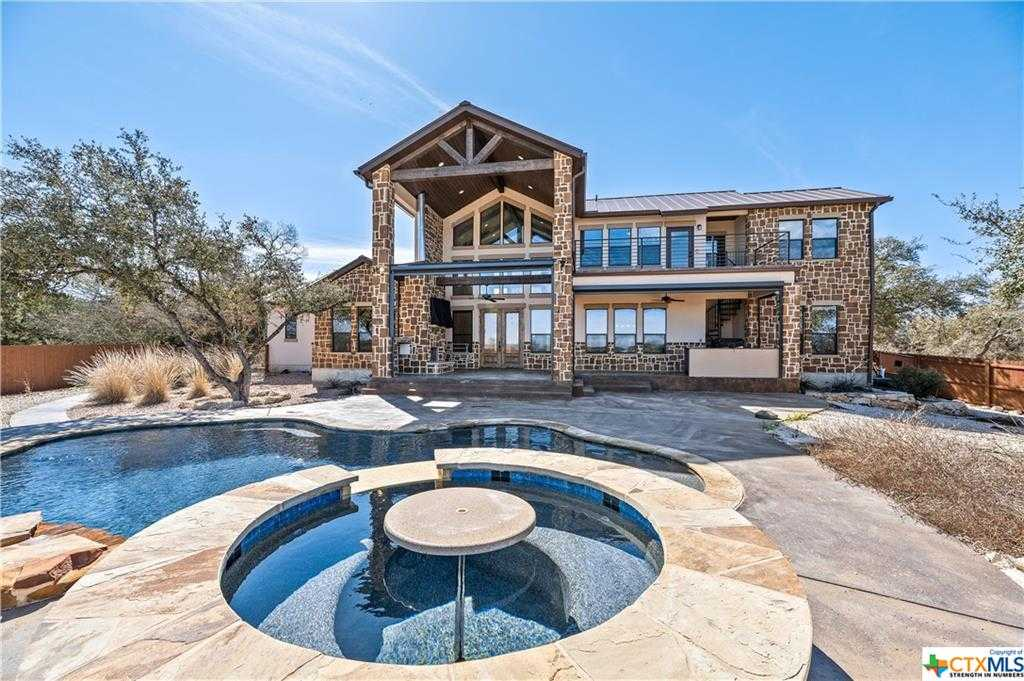 $1,100,000 - 3Br/3Ba -  for Sale in Heritage Estates, Canyon Lake