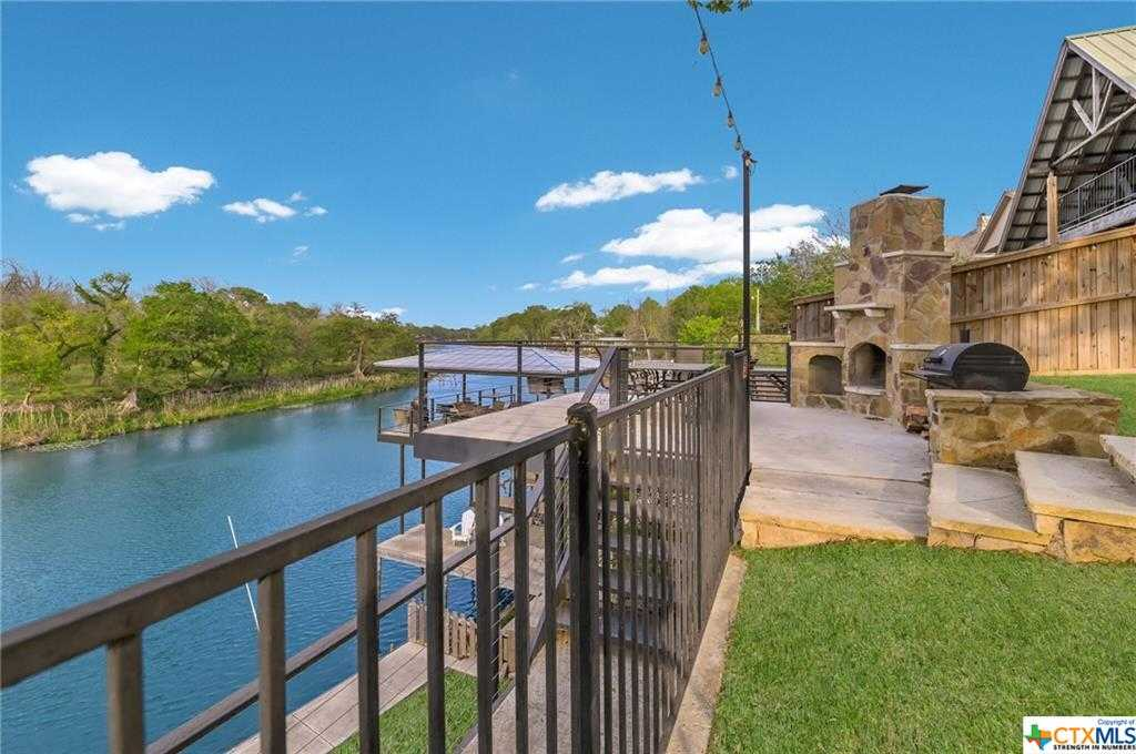 $999,900 - 4Br/3Ba -  for Sale in Lakeview Heights #1, New Braunfels