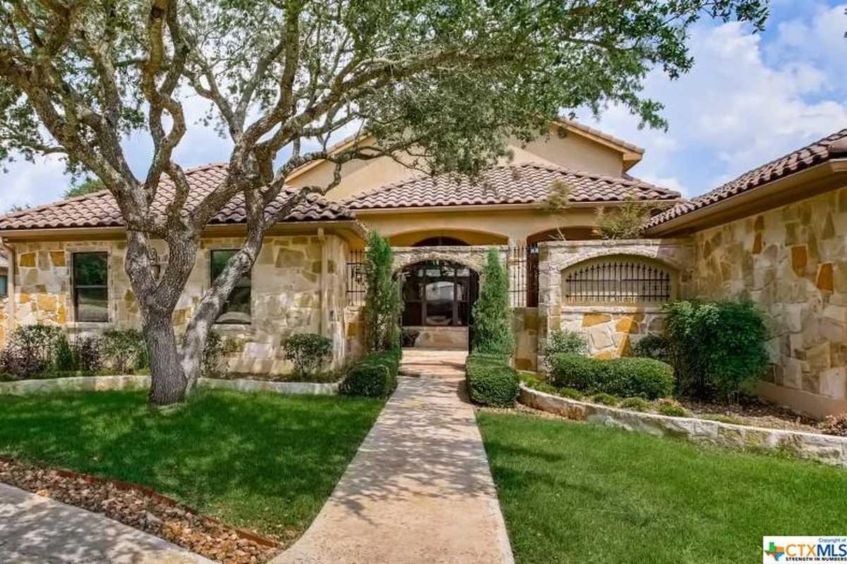 $945,000 - 5Br/3Ba -  for Sale in Vintage Oaks The Vineyard 1, New Braunfels