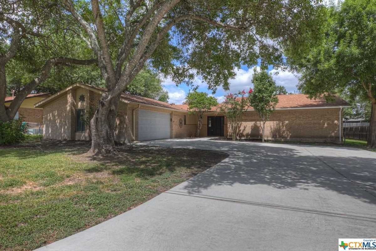 $320,000 - 4Br/3Ba -  for Sale in Green Meadows 13, New Braunfels