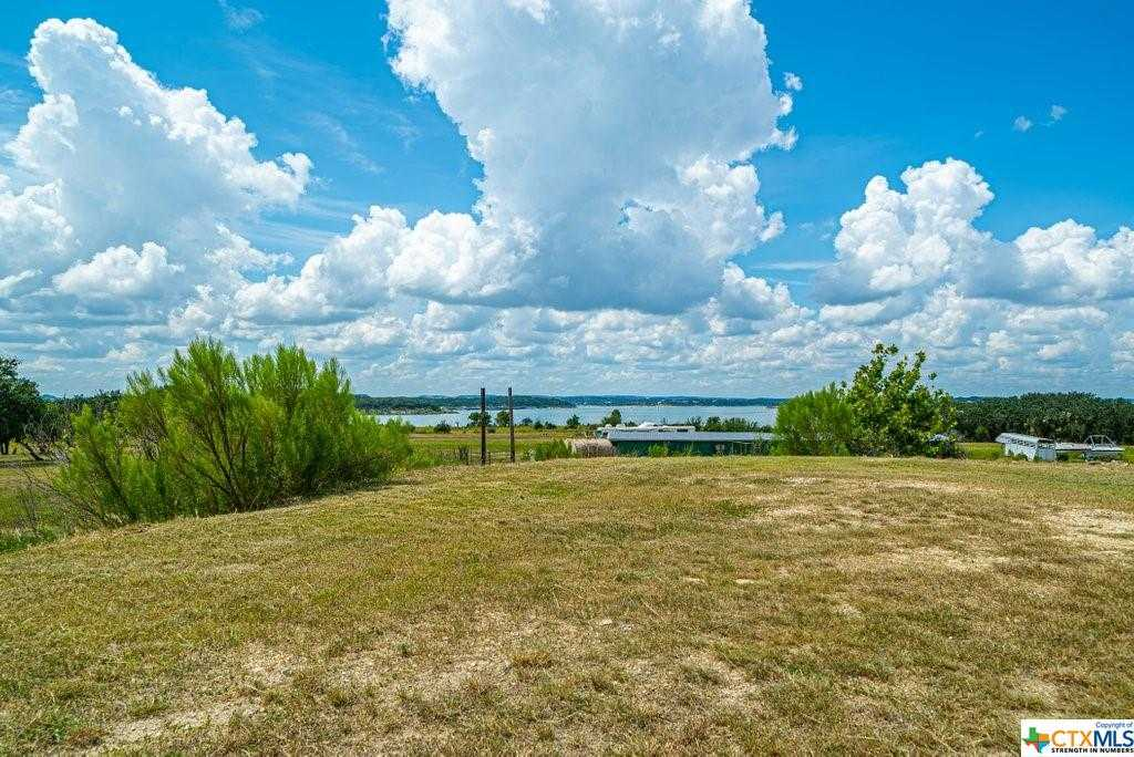 $700,000 - 3Br/2Ba -  for Sale in Canyon Lake
