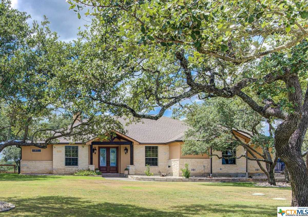 $648,500 - 3Br/3Ba -  for Sale in River Chase 7, New Braunfels
