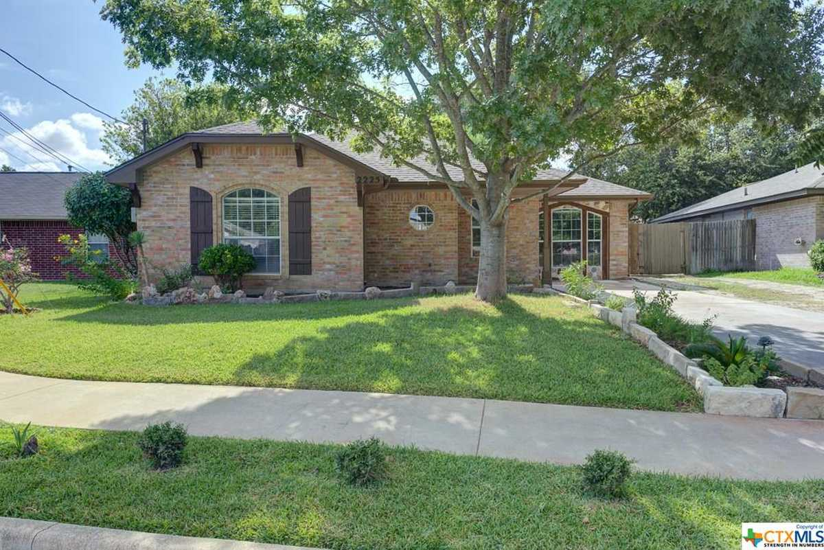 $260,000 - 4Br/2Ba -  for Sale in Lone Star 2, New Braunfels