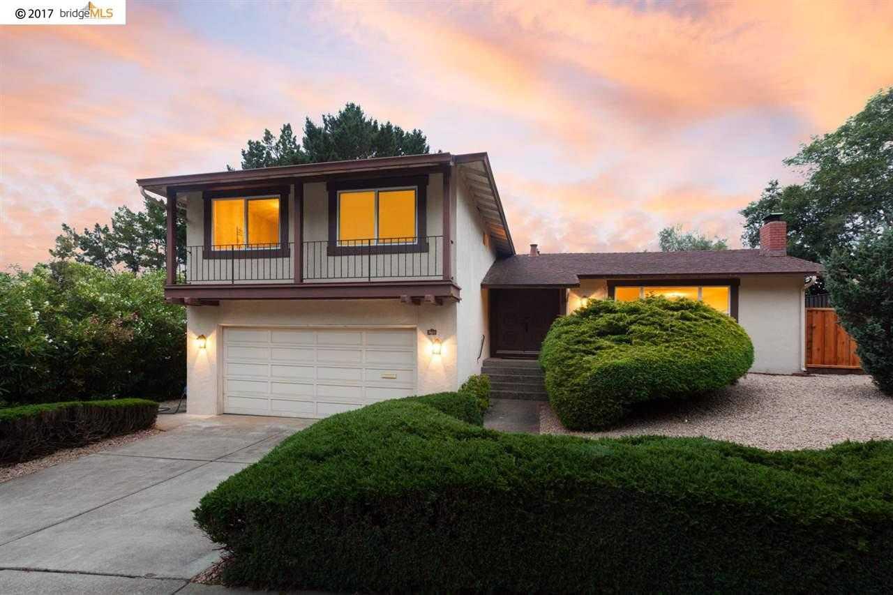 7655 Surrey Ln Oakland, CA 94605
