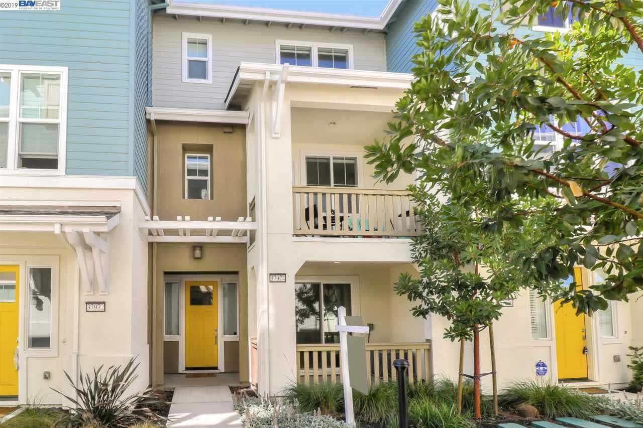 $899,999 - 3Br/4Ba -  for Sale in None, Newark