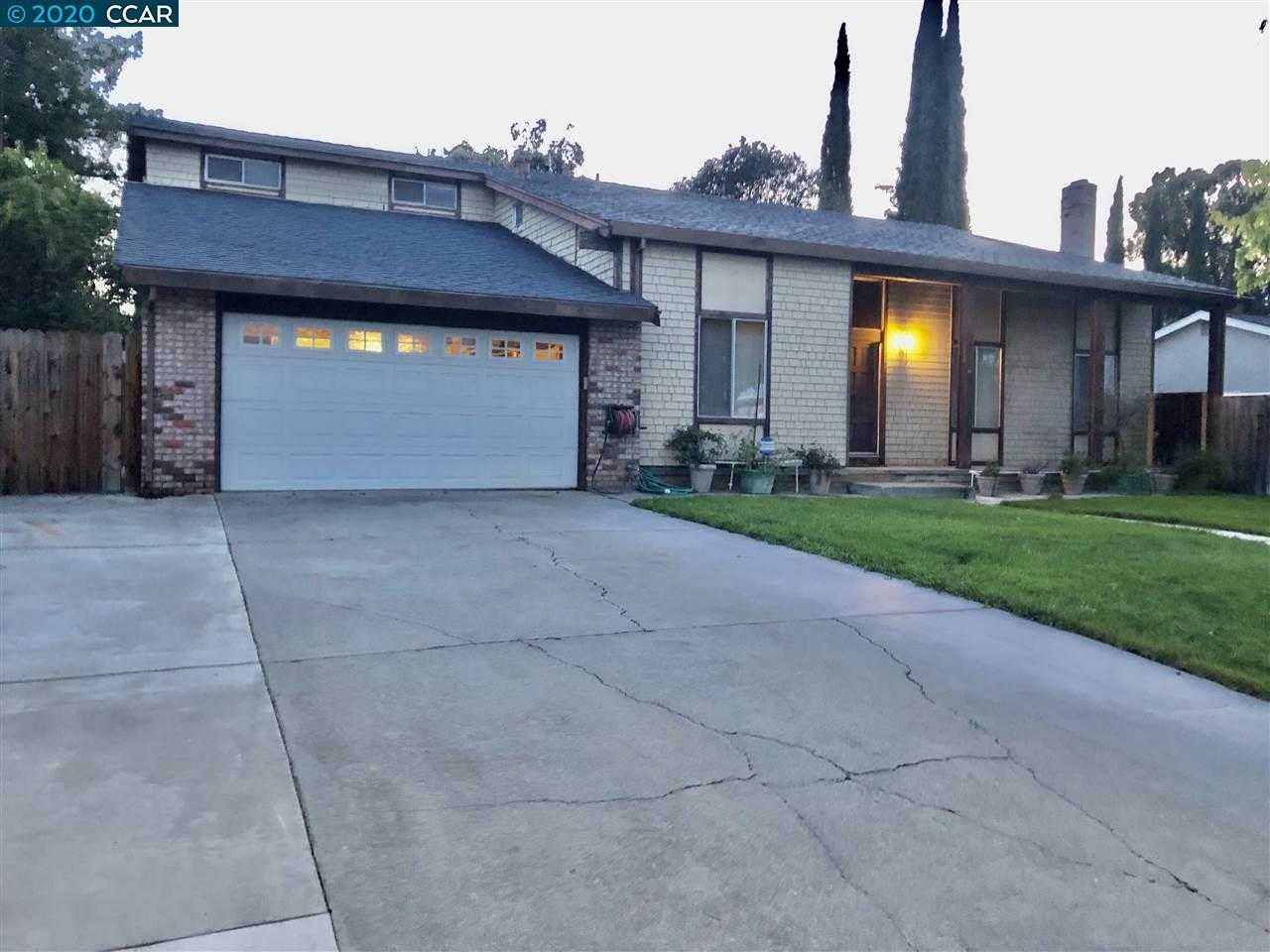 $799,000 - 4Br/3Ba -  for Sale in Carriage Square, Walnut Creek