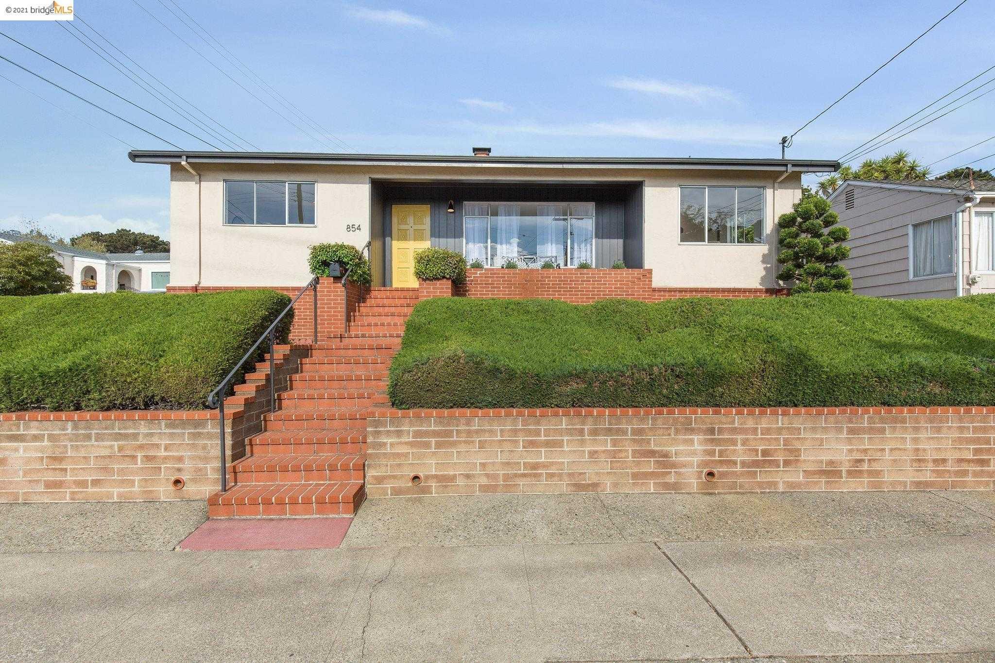 854 Pomona Ave