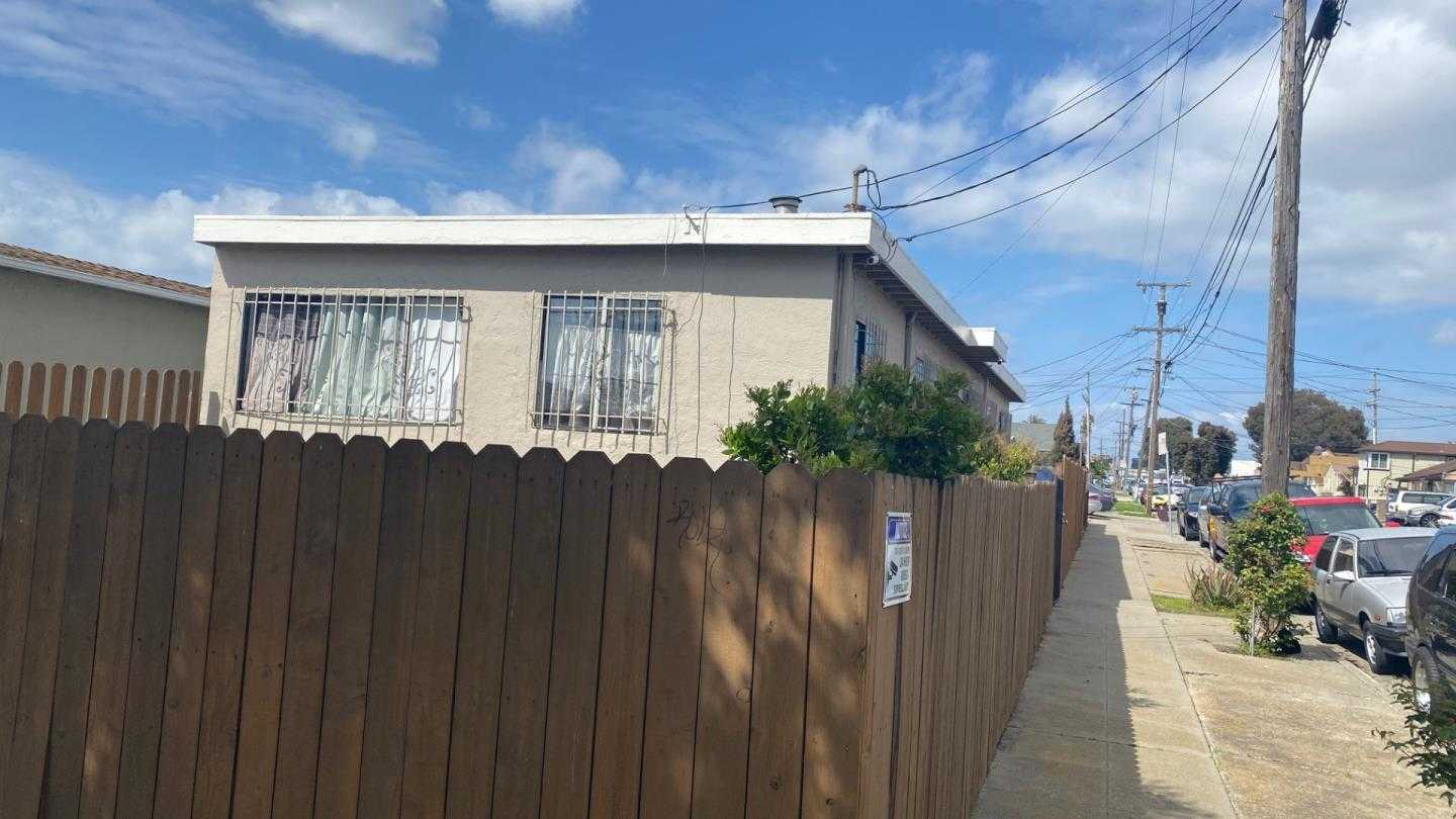 $445,000 - 3Br/1Ba -  for Sale in Richmond