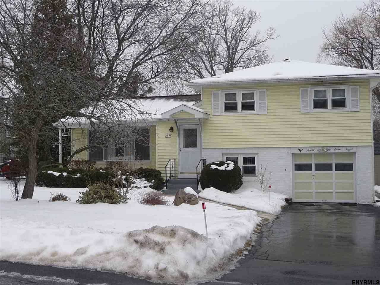 $219,900 - 3Br/2Ba -  for Sale in Niskayuna