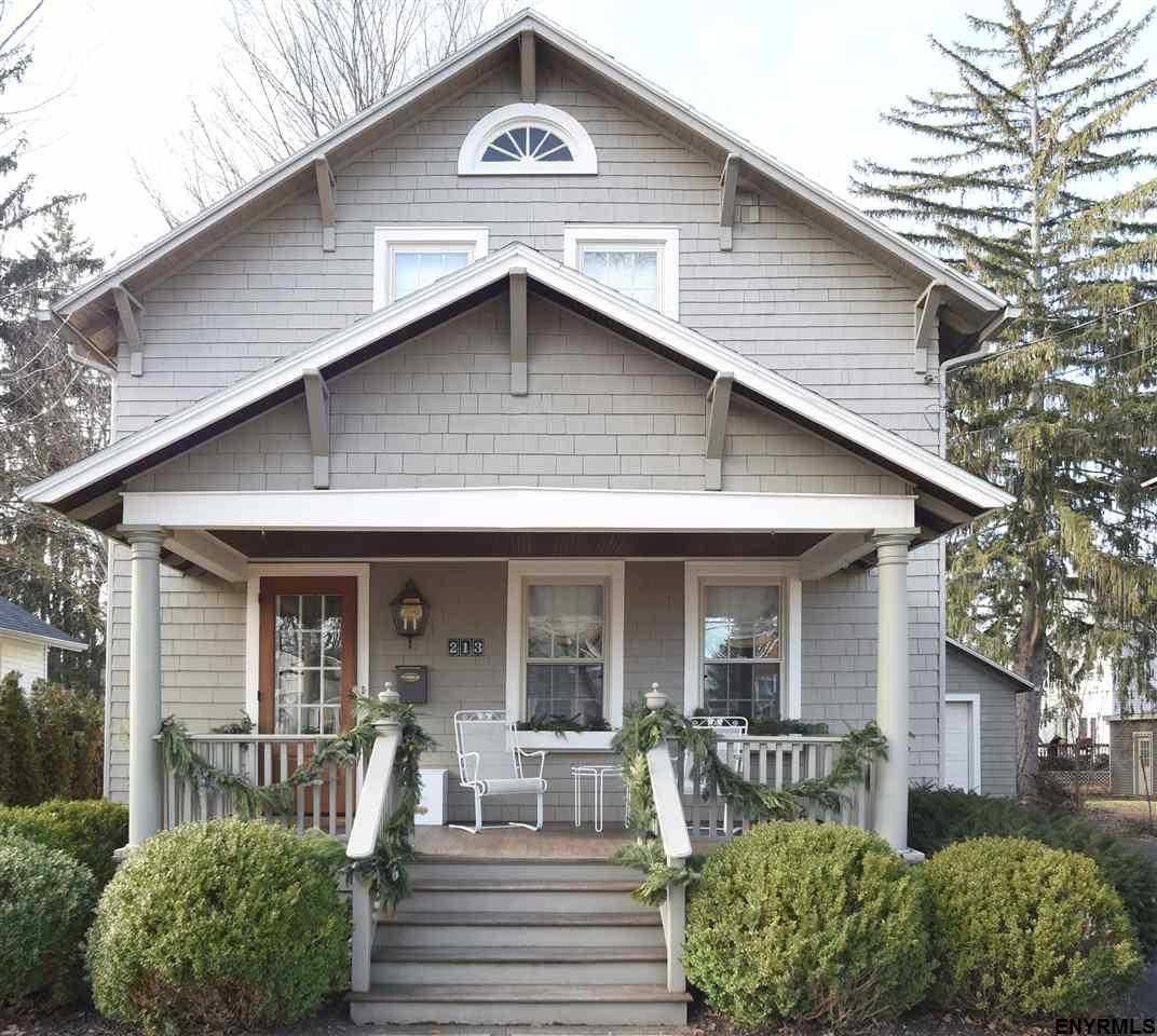 $712,000 - 4Br/4Ba -  for Sale in Saratoga Springs