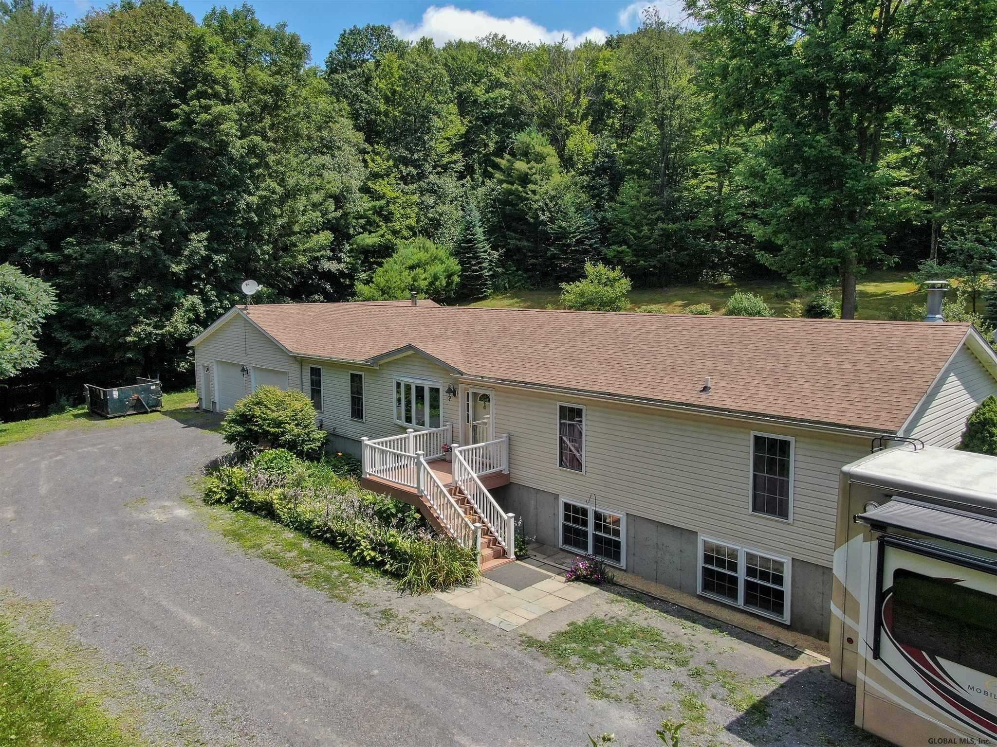 $360,000 - 5Br/4Ba -  for Sale in Canaan