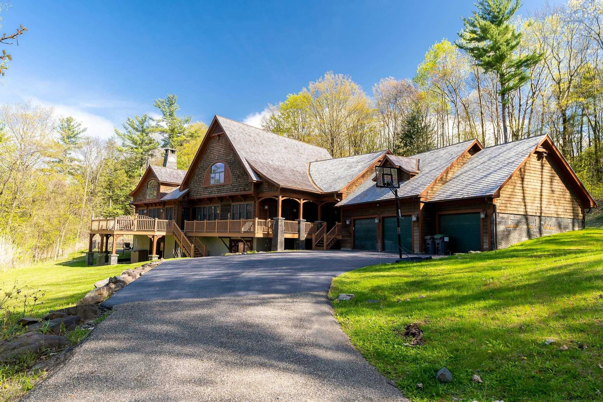 $1,280,000 - 4Br/5Ba -  for Sale in Colonie