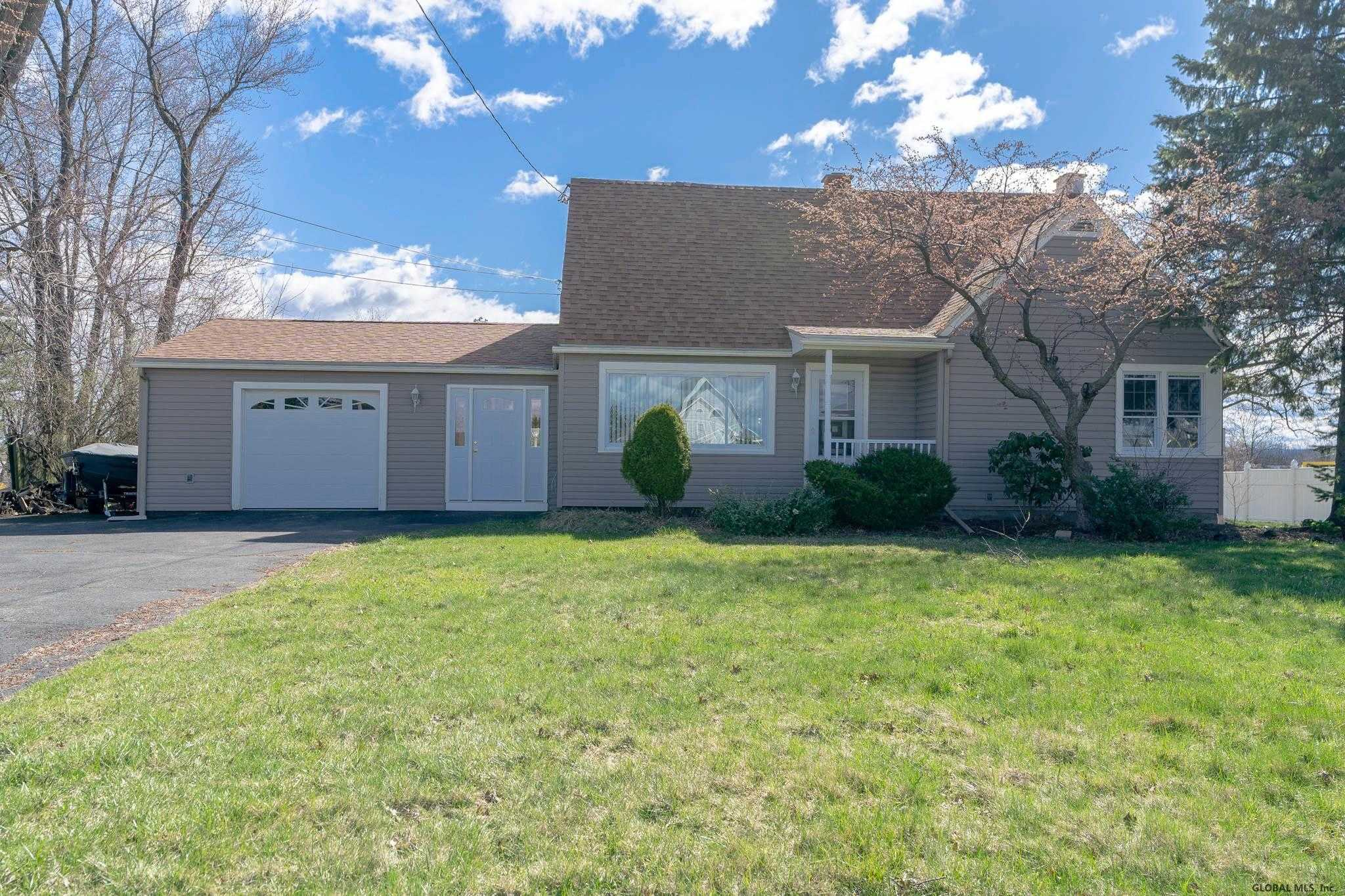 $219,900 - 3Br/3Ba -  for Sale in Colonie