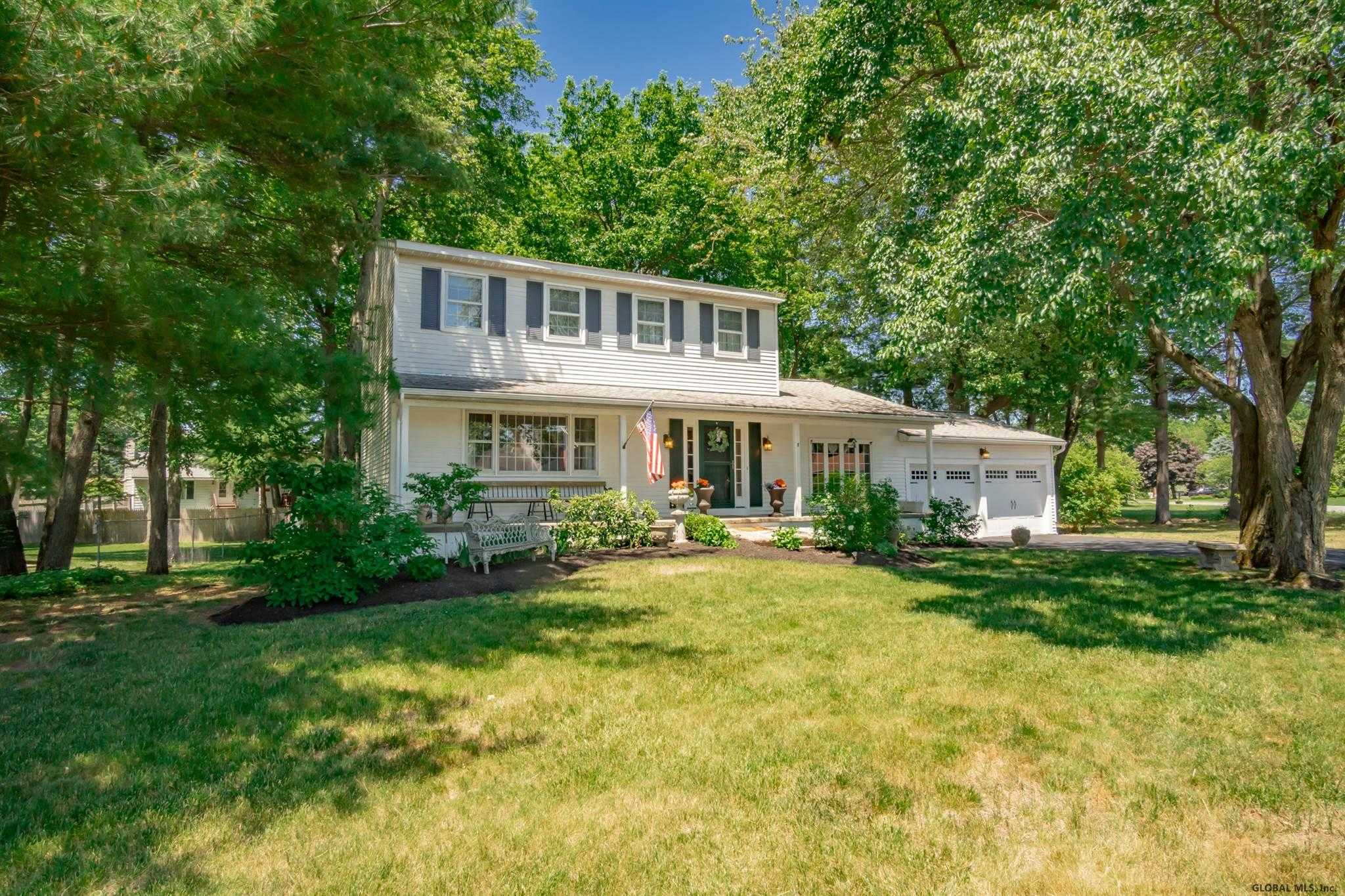 $360,000 - 4Br/3Ba -  for Sale in Colonie