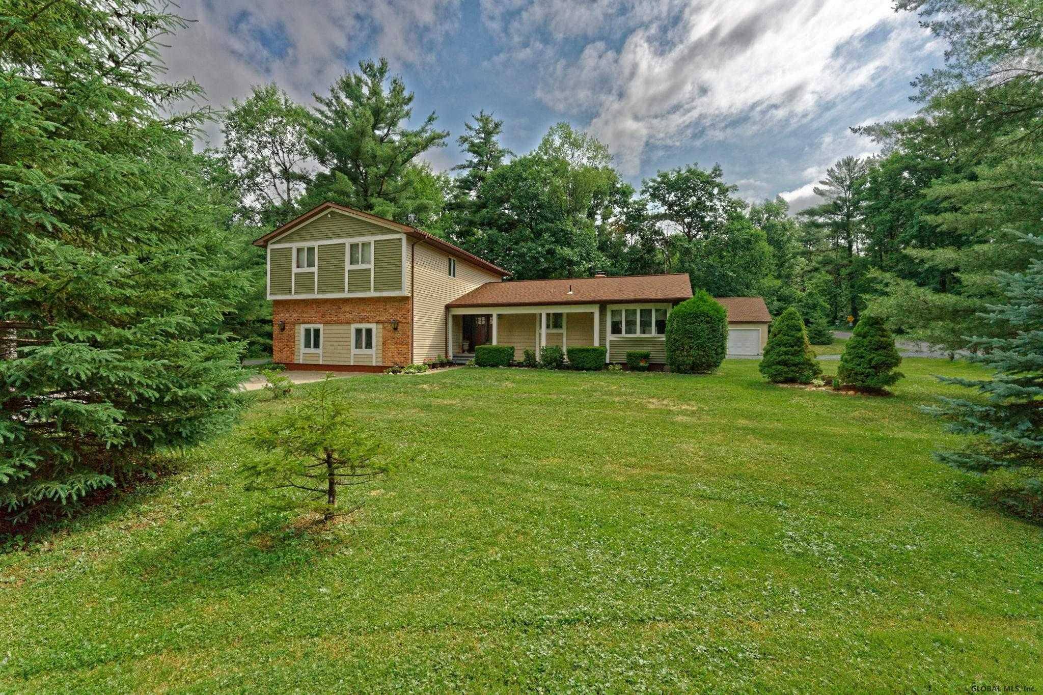 $299,800 - 4Br/3Ba -  for Sale in Poestenkill