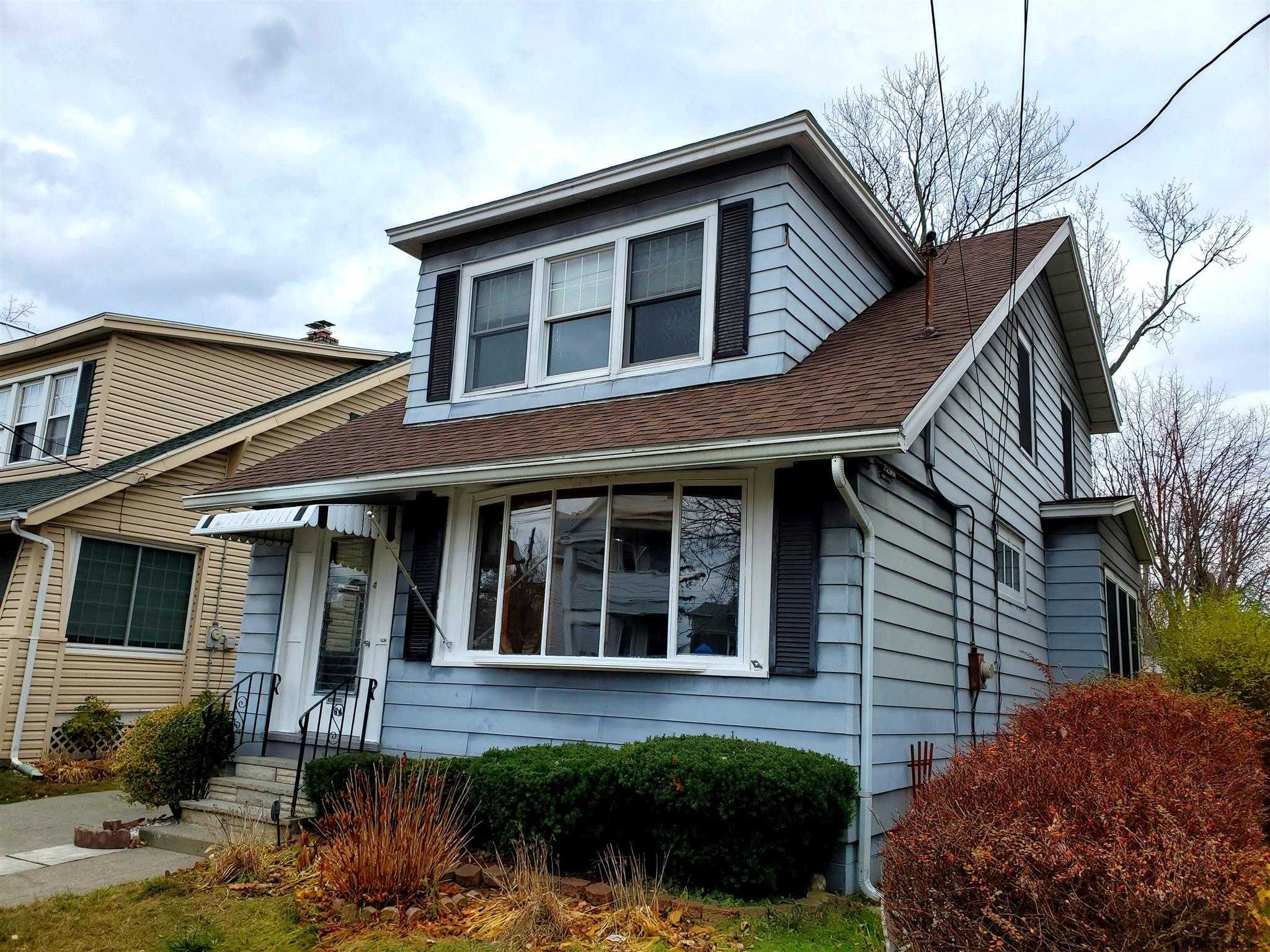 $189,000 - 3Br/2Ba -  for Sale in Albany