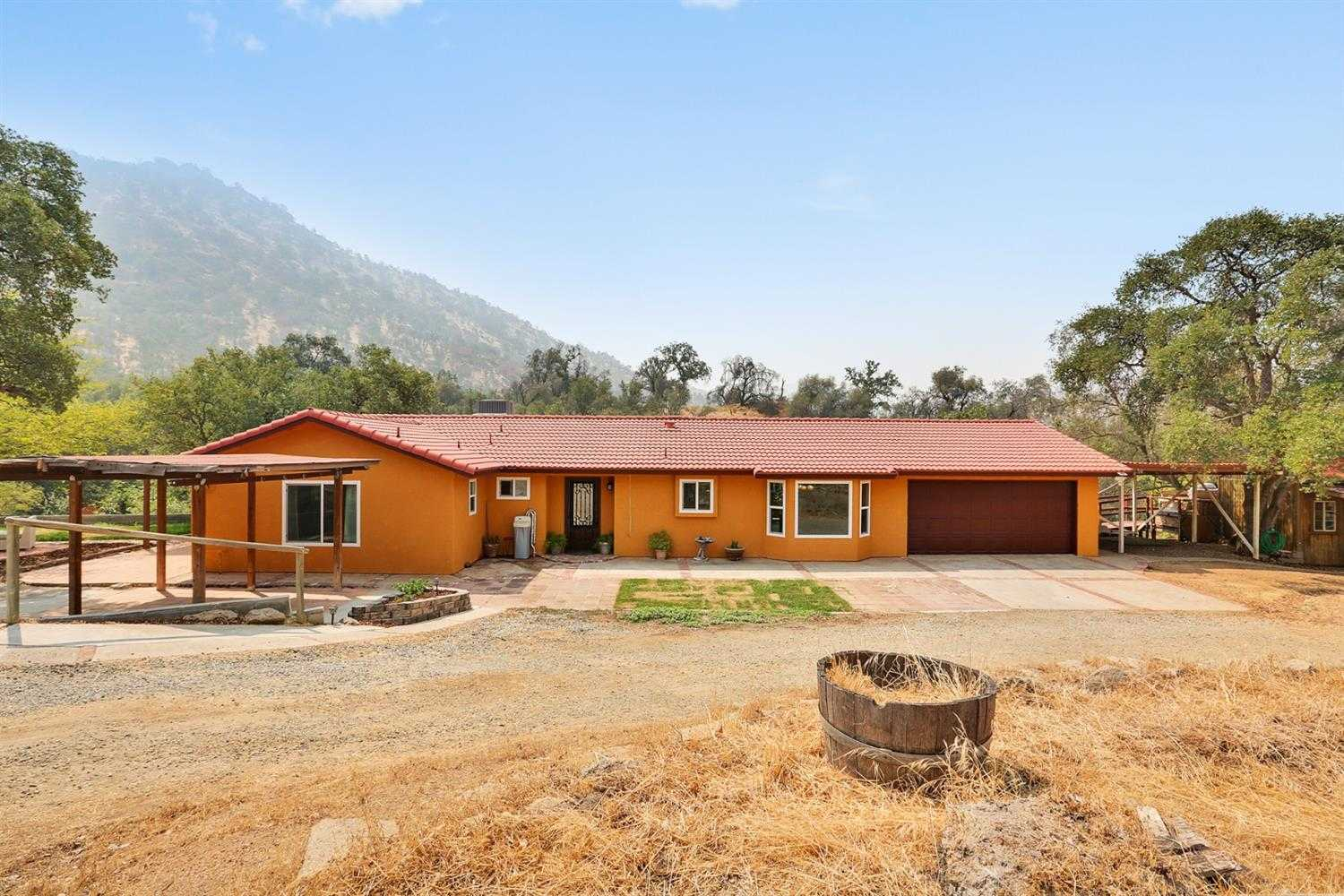 35548 Hummingbird Ln Squaw Valley, CA 93675