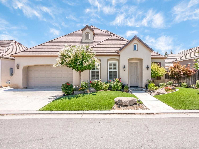 38 Lester Ave Clovis, CA 93619