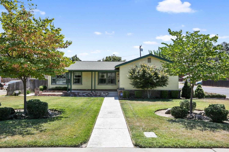 321 W Feemster Ave Visalia, CA 93277