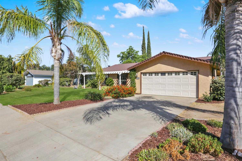 1122 W Mary Ave Visalia, CA 93277