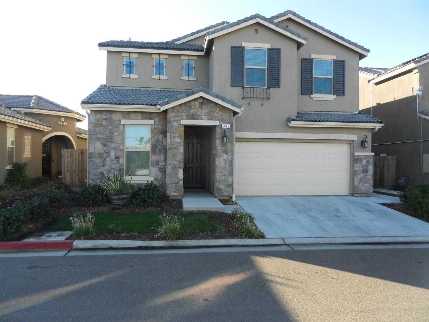 $449,000 - 4Br/3Ba -  for Sale in Clovis